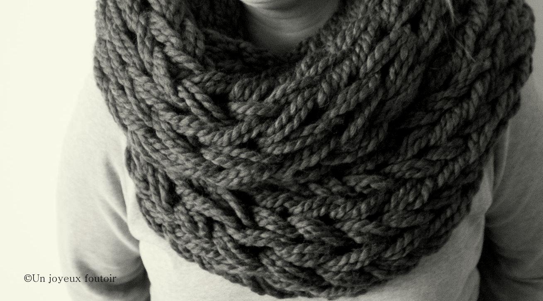 comment tricoter un foulard infinity. Black Bedroom Furniture Sets. Home Design Ideas